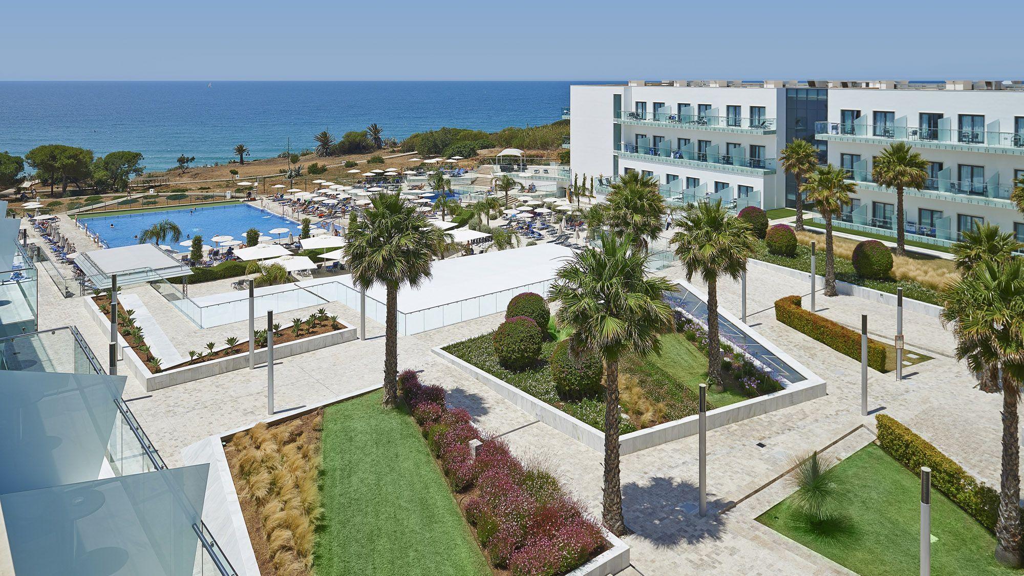 4 hoteles con piscina climatizada en Conil De La FronteraEspa a