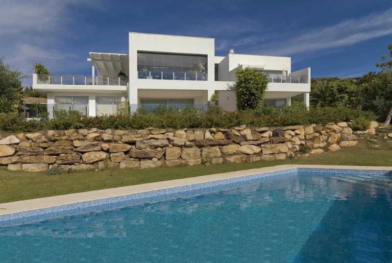 Hotel beach resort playa de los alemanes zahara de los atunes for Casas con piscina zahara delos atunes