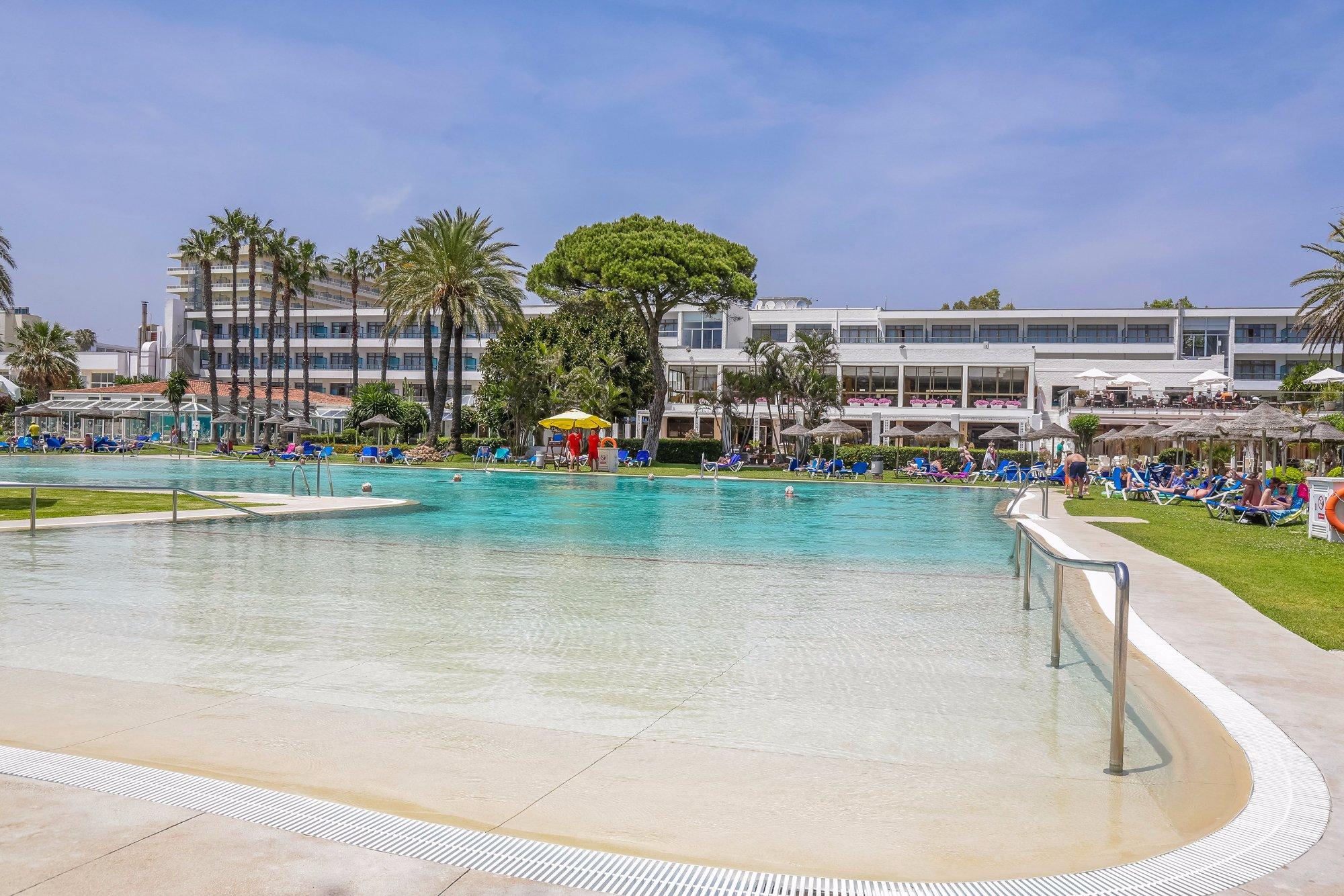 Hotel sol marbella estepona atalaya park desde 110 estepona for Hoteles en madrid con piscina cubierta
