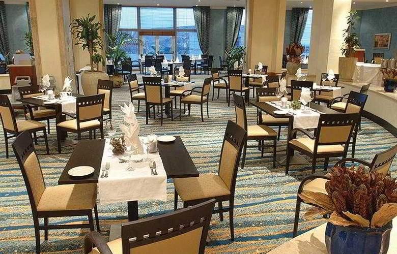 Radisson Blu Golden Sands Resort - Restaurant - 10