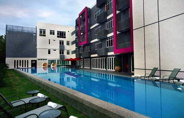 Favehotel Cenang Beach - Pool - 5