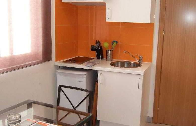 Apartamentos H2 Plaza Mayor - Room - 1
