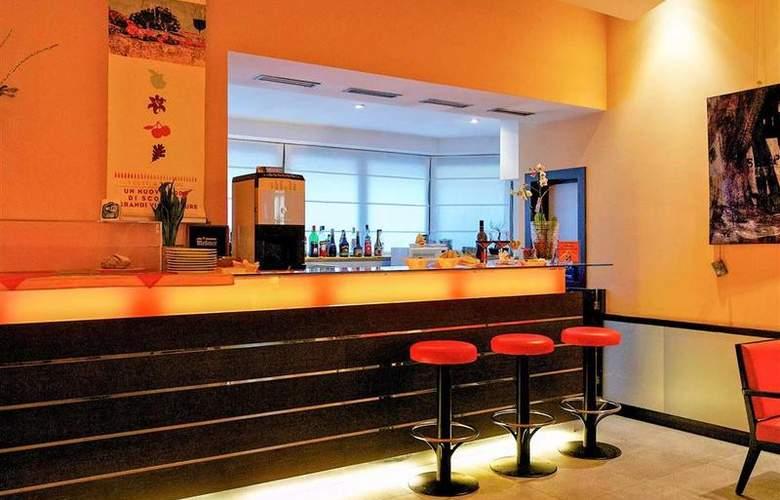 Best Western Crystal Palace - Bar - 32
