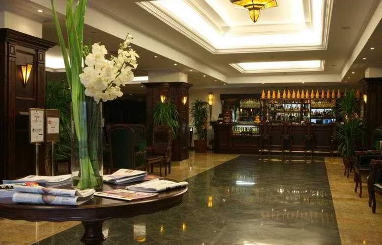 Ramada Hotel & Suites Bucharest North - Bar - 6