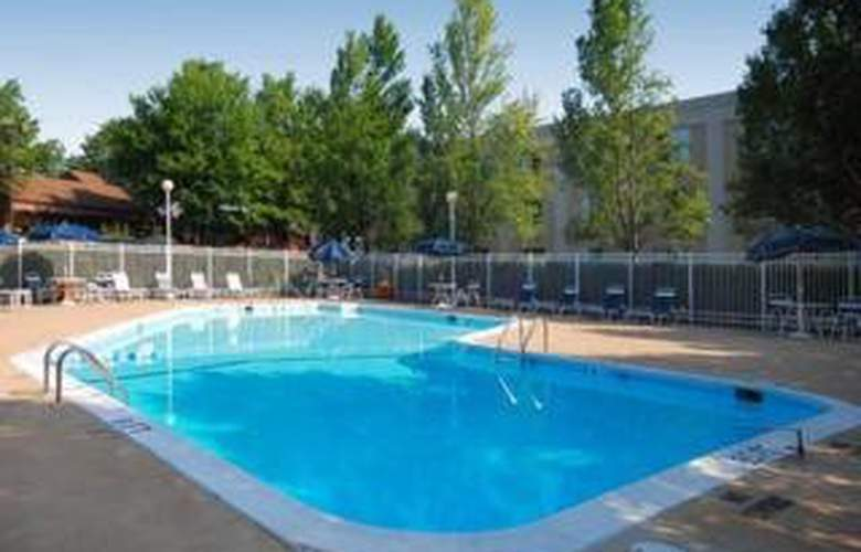 Comfort Inn Arlington Blvd/DC Gateway - Pool - 4