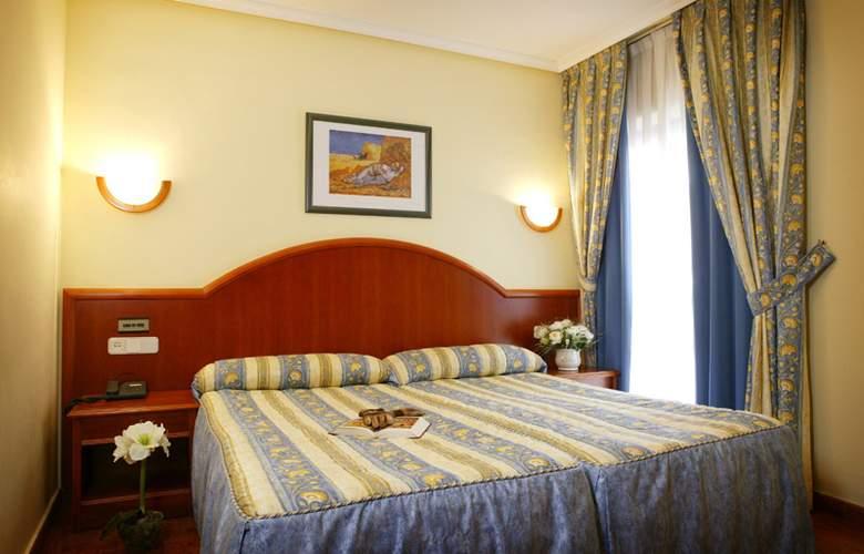 Hotel 2 * y Apartamentos Peña Santa - Room - 1