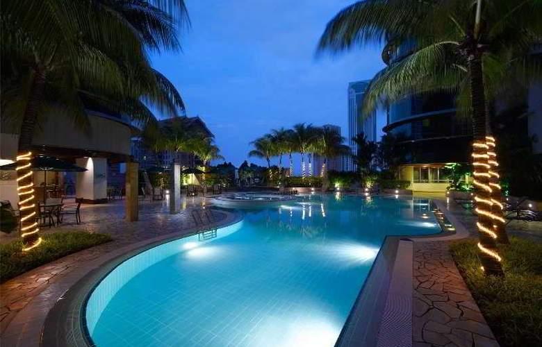 Pullman Kuala Lumpur City Centre - Pool - 4