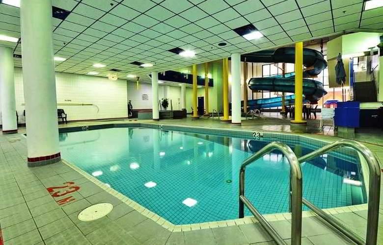 Delta Regina - Pool - 8