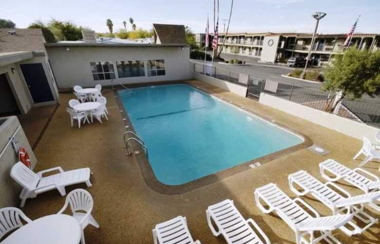 Best Western Desert Villa Inn - Pool - 1
