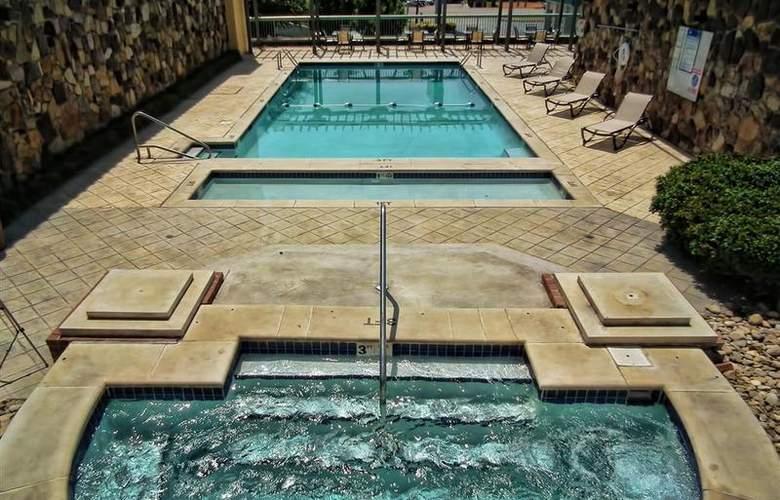 Best Western Newport Inn - Pool - 95