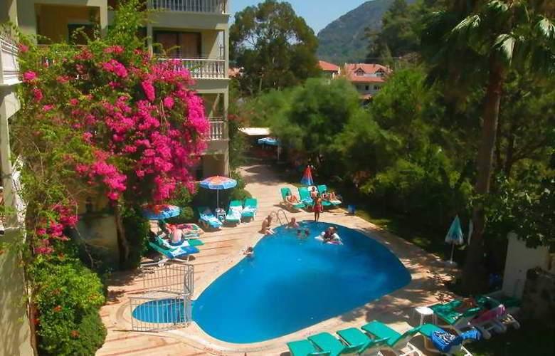 Club Petunya Apart - Pool - 4