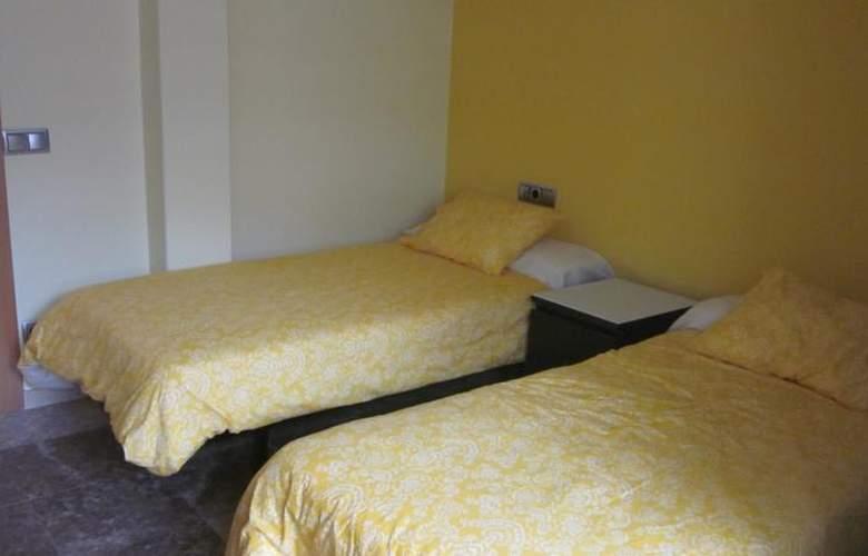 Apartamentos Camilo - Room - 11