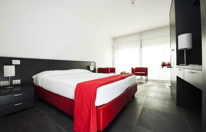 RE TESTA - Room - 9