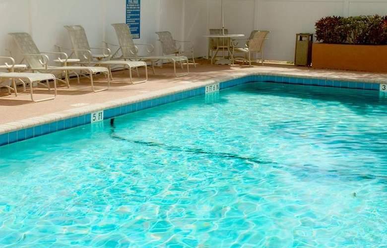 Best Western Emporia - Pool - 30