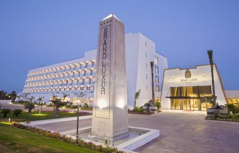 Grand Luxor - Hotel - 11