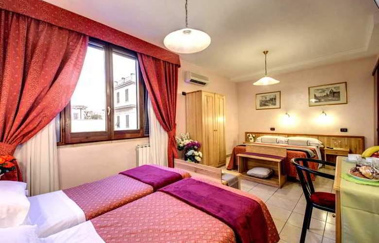 España - Room - 16