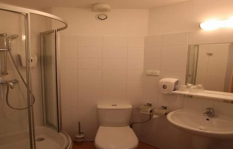 Economy Silesian Hotel - Room - 9