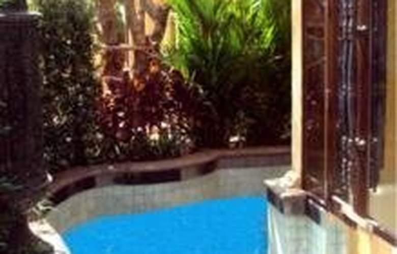 Baray Villa - Pool - 11