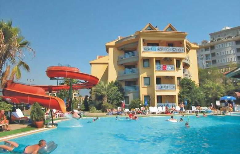 Grand Cettia - Pool - 2