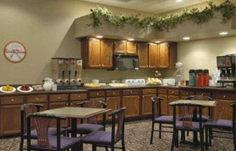 Howard Johnson Inn & Suites - Restaurant - 3