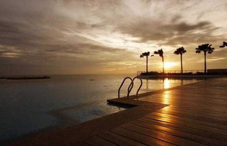 Holiday Inn Melaka - Pool - 11