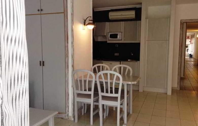 Apartamentos Turísticos Royal Life - Room - 18