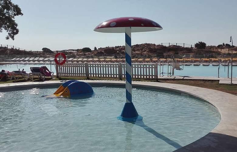 Gran Hotel del Coto - Pool - 10