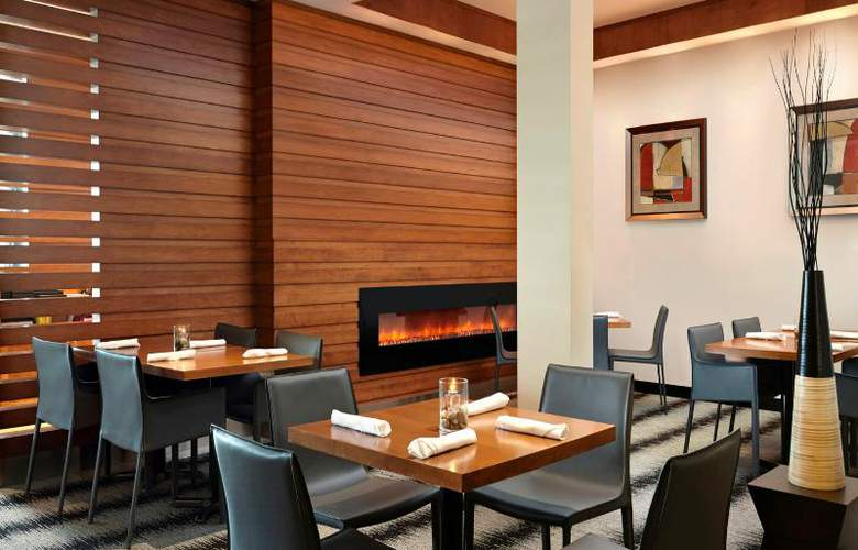 Four Points by Sheraton Edmonton International Airport - Restaurant - 4