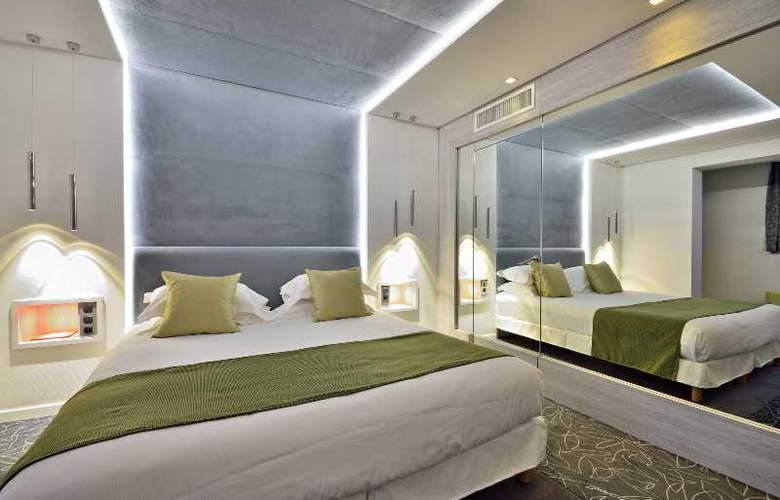 Cezanne - Room - 9