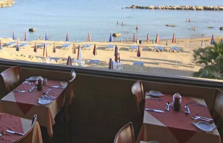 Corallia Beach Apartments - Restaurant - 15