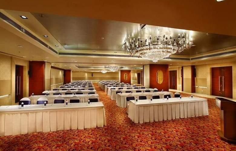 Mahagun Sarovar Portico Suites Ghaziabad - Conference - 8