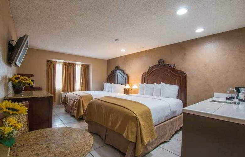 Quality Inn & Suites Near The Border - Room - 37