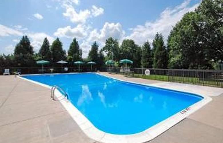 Clarion Inn North - Pool - 5