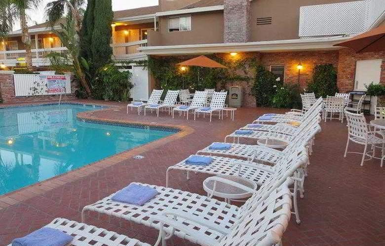 Best Western Plus Carriage Inn Sherman Oaks - Hotel - 14