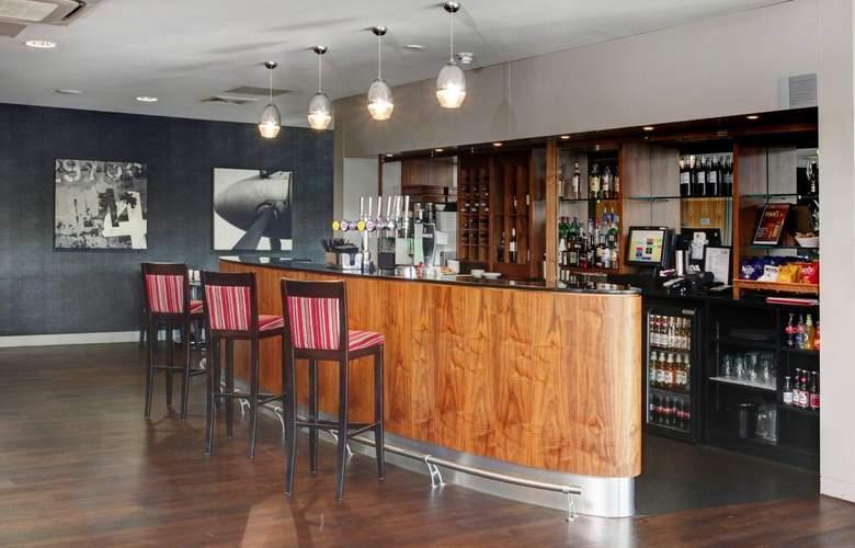 Holiday Inn London-Luton Airport - Bar - 3