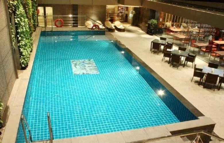 Radisson Blu Chennai City Centre - Pool - 0