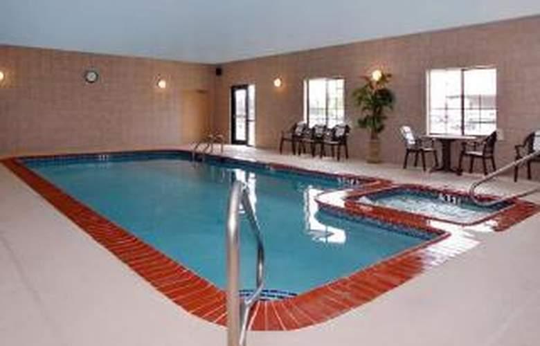 Sleep Inn & Suites at Six Flags - Pool - 6