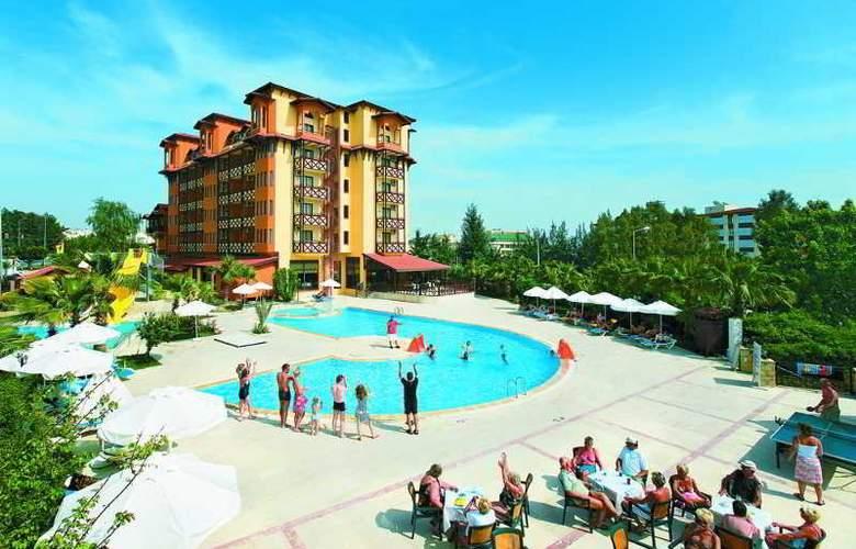 Villa Side - Pool - 9