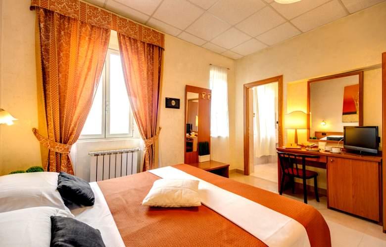 Parker Roma - Room - 6