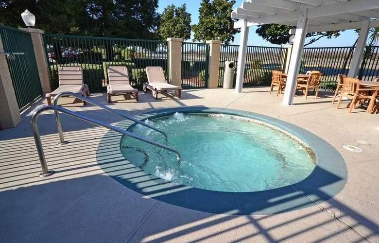 Best Western Plus Orchard Inn - Pool - 46
