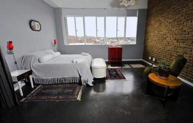12 Decades - Room - 2