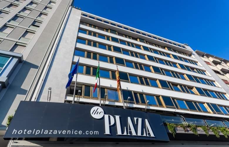 Plaza - General - 1