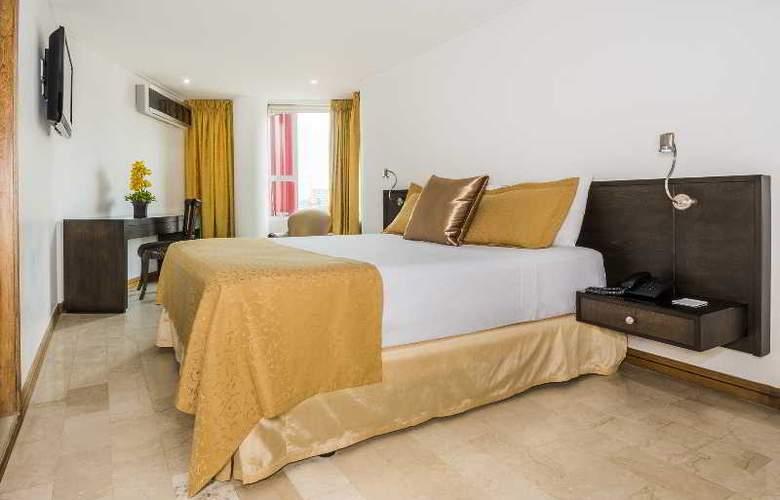 Egina Medellin - Room - 27