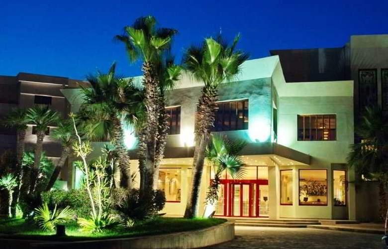 Eden Phoenix - Hotel - 0