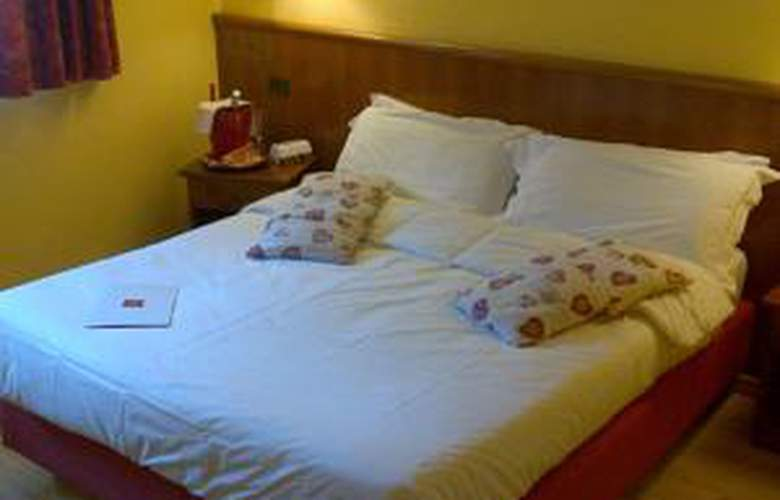 Hotel Mont Blanc - Room - 1