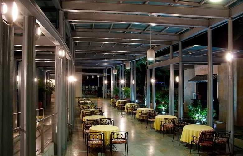 San Fernando Plaza - Restaurant - 35