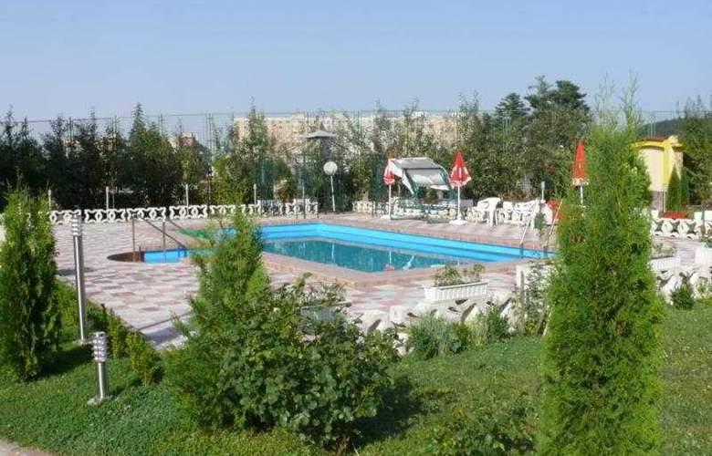 Grand Hotel - Pool - 9