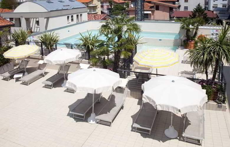 Eden Hotel - Pool - 15