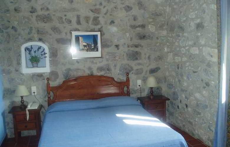 De La Rovira - Room - 2