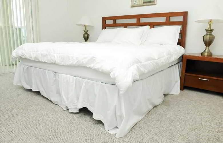 Modern 2 Bedroom Condo Near Beach - Room - 6